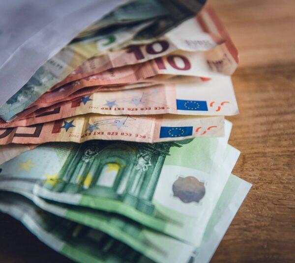 Donativos com relevância fiscal: o donativo em dinheiro e em espécie